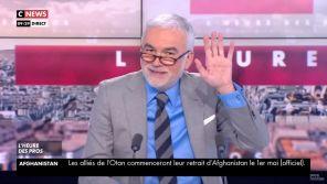 """""""Alain, on est à l'antenne !"""" : Pascal Praud ironise sur le début d'interview ratée avec Alain Finkielkraut"""