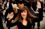 """Clip : Kelly Clarkson se lâche sur """"Stronger"""""""