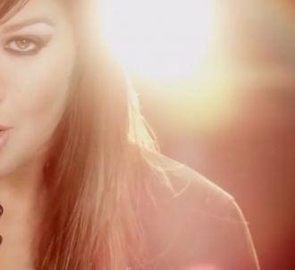 Kelly Clarkson dans le clip de 'Stronger'