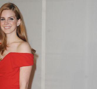 Lana Del Rey sur le tapis rouge des Brit Awards 2012