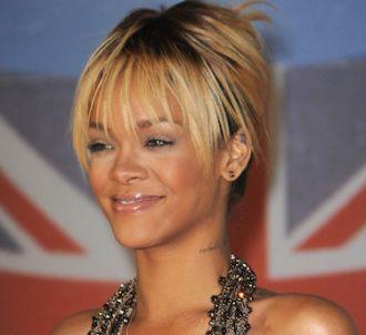 Rihanna sur le tapis rouge des Brit Awards 2012