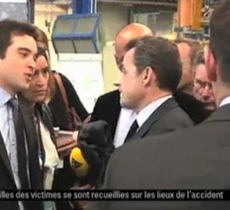 Nicolas Sarkozy traite de 'couillon' un journaliste.