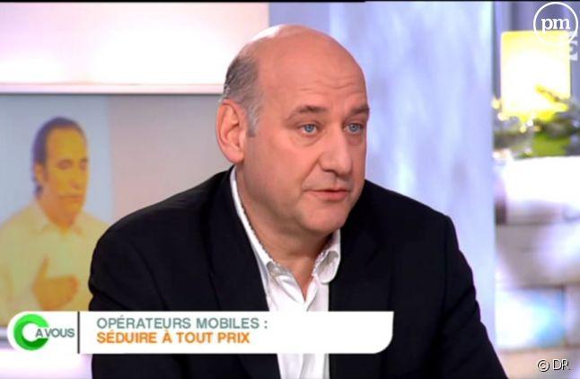 """Stéphane Roussel, patron de SFR, interrogé dans """"C à vous"""" sur France 5."""