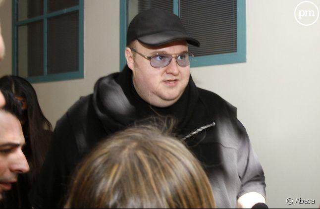 Kim Dotcom lors de la sortie de son procès à Auckland, Nouvelle-Zélande, le 28 février 2012.