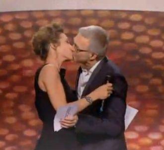 Laurent Ruquier et Virginie Guilhaume s'embrassent aux...