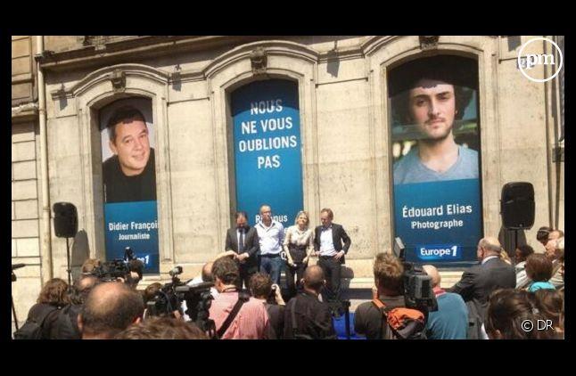 """Rassemblement devant la station """"Europe 1"""" du comité de soutien des deux journalistes otages"""