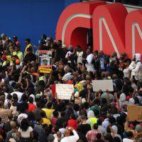 Affaire Zimmerman : une équipe de télé agressée par des manifestants à Los Angeles