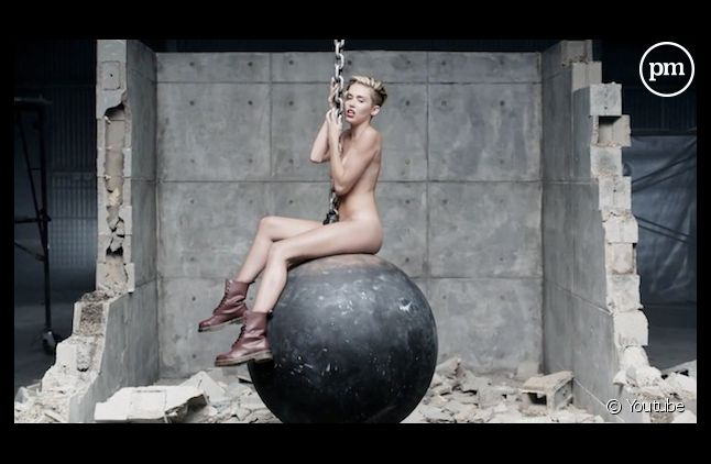 """Miley Cyrus numéro un des charts britanniques avec """"Wrecking Ball"""""""