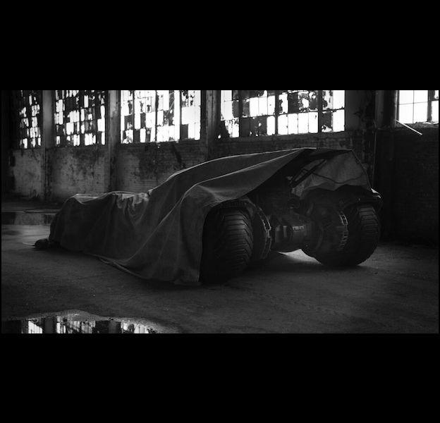"""Zack Snyder dévoile les premières photos de Batman dans """"Man of Steel 2"""""""