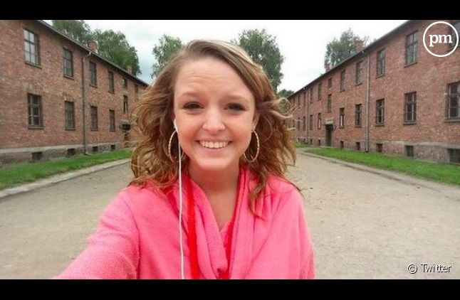 Breanna Mitchell tout sourire à Auschwitz