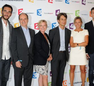 La nouvelle équipe de 'C à vous', mardi 26 aout à Paris.