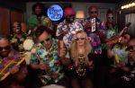 """Madonna et Jimmy Fallon réinventent """"Holiday"""" avec des instruments pour enfants"""