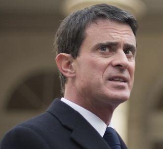 La radio franceinfo détourne l'enfarinage de Manuel Valls.