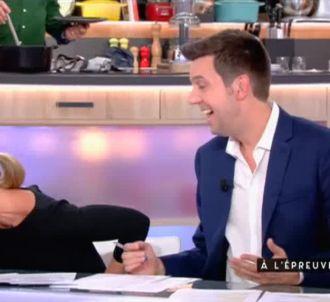 Fou rire d'Anne-Sophie Lapix sur France 5.