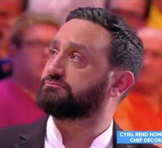 Cyril Hanouna en larmes en rendant hommage à l'un de ses...