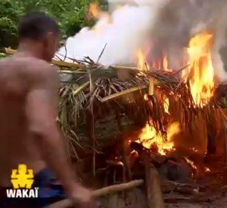 Un incendie prend sur le camp des jaunes.