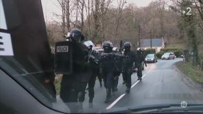 """Attentat de """"Charlie Hebdo"""" : Des journalistes confondus avec les terroristes durant la traque des frères Kouachi"""