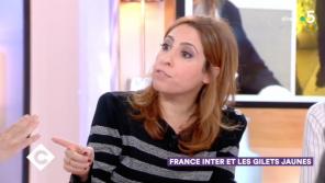 """""""C à vous"""" : Léa Salamé agacée par """"la pub d'enfer"""" faite au """"journaliste Gilet jaune"""""""