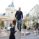"""Denis Brogniart sur les poteaux de """"Koh-Lanta"""", à Paris."""