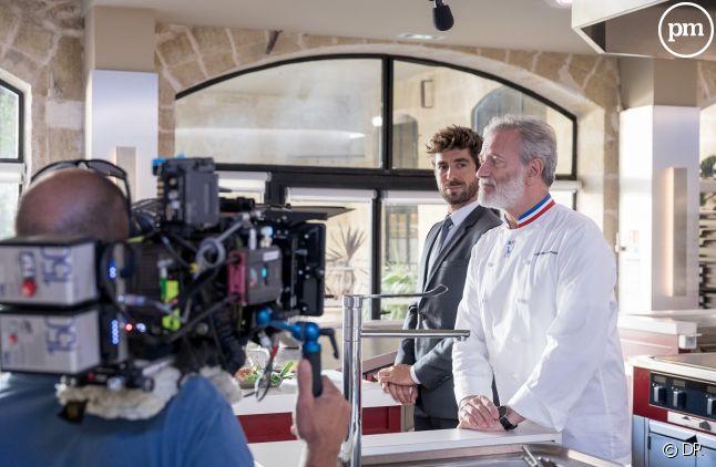 """Agustin Galiana et Francis Huster sur le tournage d'""""Ici tout commence"""""""