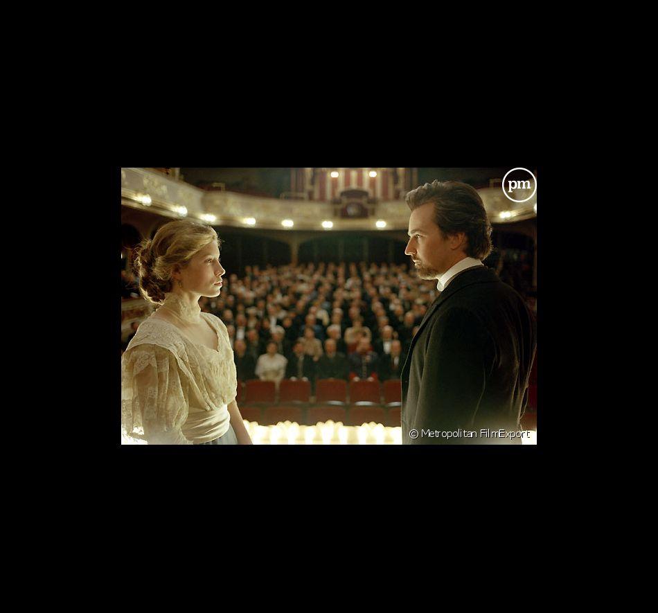 """Jessica Biel et Edward Norton dans """"L'Illusionniste""""."""