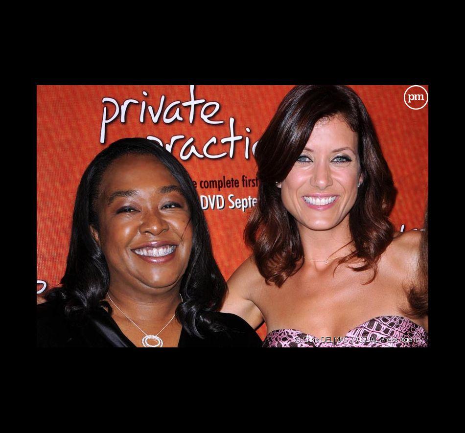 """Shonda Rhimes et Kate Walsh lors du lancement de """"Private Practice"""" en DVD"""