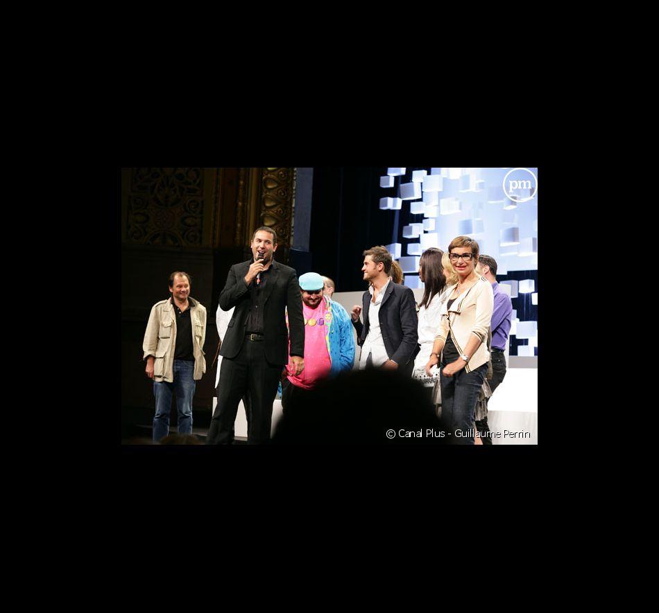 """L'équipe de """"La Matinale"""" lors de la conférence de rentrée de Canal Plus en 2007."""