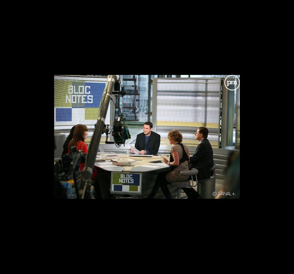 """Le plateau de """"La Matinale"""" sur Canal +."""