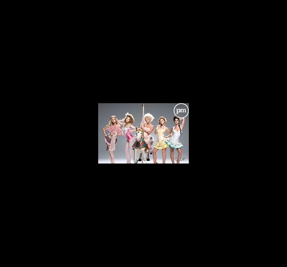"""Les Girls Aloud sur la pochette du single """"Can't Speak French"""""""