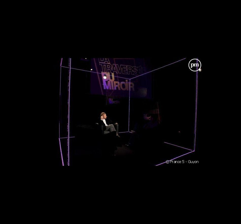 """Patrick Poivre d Arvor présente """"La traversée du miroir"""" sur France 5"""