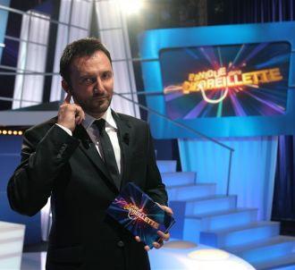 Frédéric Lopez présente 'Panique dans l'oreillette'.